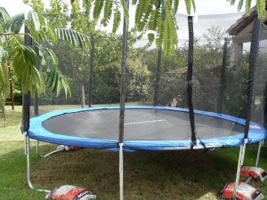 alice s garden saturne xxl trampoline de jardin meilleur trampoline. Black Bedroom Furniture Sets. Home Design Ideas