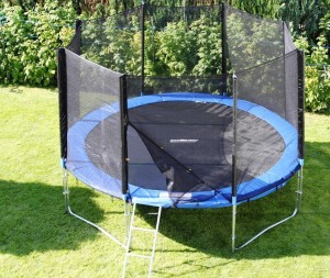 lifestyle-pa-trampoline-jardin
