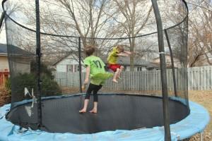trampoline avec filet pour enfants