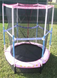choisir un mod le pour enfant le trampoline hello kitty. Black Bedroom Furniture Sets. Home Design Ideas