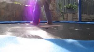 trampoline-jardin-bleu