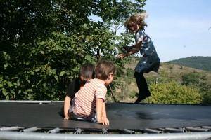 trampoline-jardin-enfants