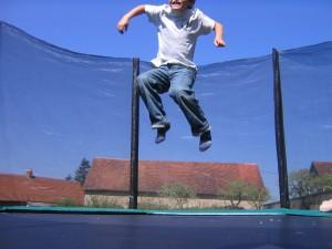 trampoline-jardin-filet