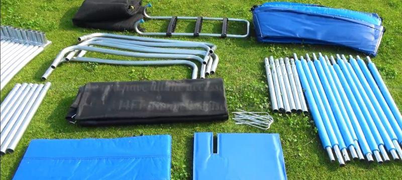 Déballage et étalage pièces de trampoline