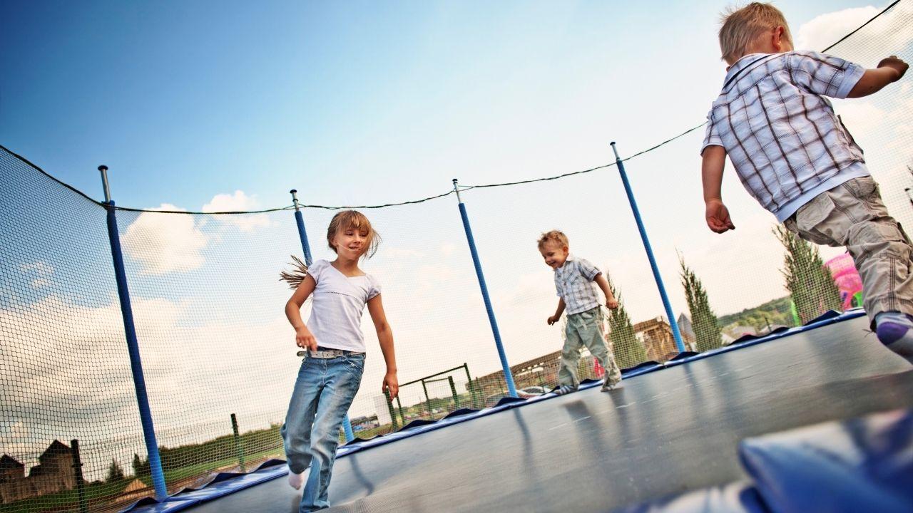 Grand trampoline 430cm