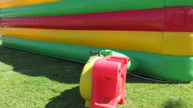 Toboggan gonflable : une facilité d'installation et de rangement